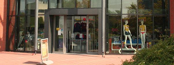 Verhuurd: 755 m2 BVO winkelruimte in winkelcentrum De Struytse Hoeck te Hellevoetsluis